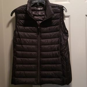 Like New worn 1 time, very nice vest